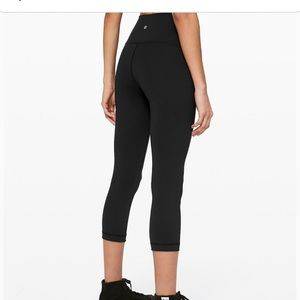Black cropped Wonder Unders